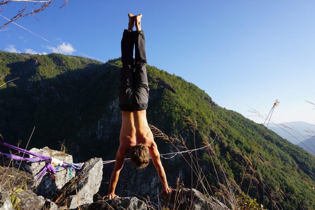 slackline highline friedi kühne free solo world record china handstand