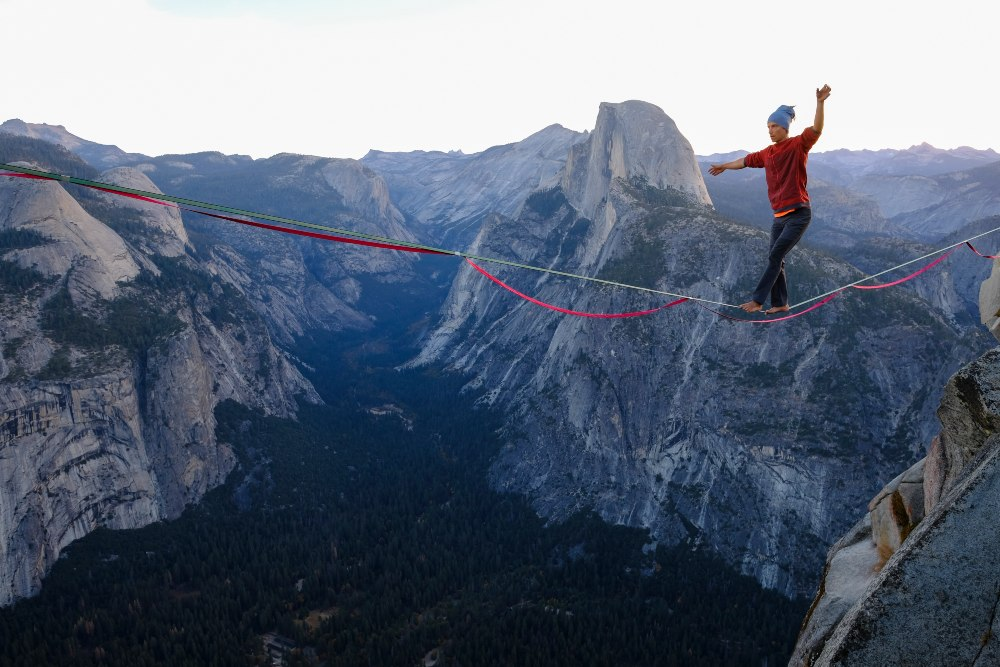 slackline highline friedi kühne free solo yosemite glacier point