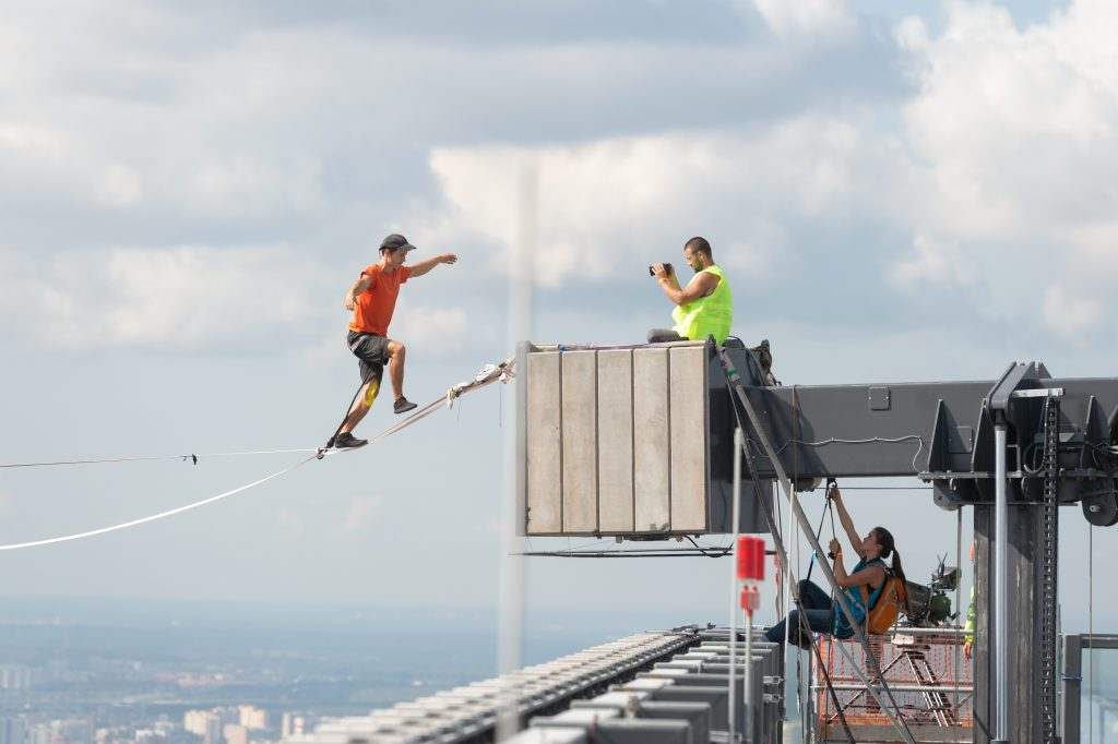 slackline highline friedi kühne moscow moskau urban world record guinness weltrekord neva tower